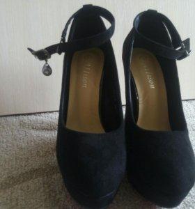 Туфли черные новые.