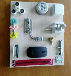 Бизиборд (развивающяя игрушка)