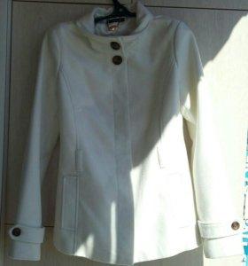 Пальто осеннее,44 размер