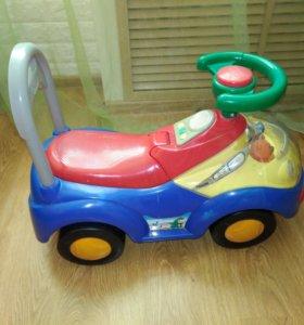 Машинка каталка детская.
