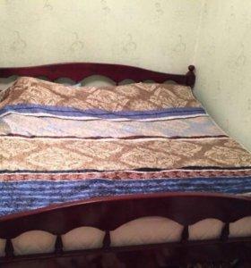 Кровать,2 на 2 м,без матраса