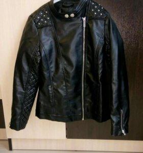 Кожаная детская куртка в идеальном состоянии