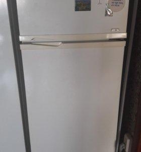 Холодильник . Работает отлично. Бесшумный.