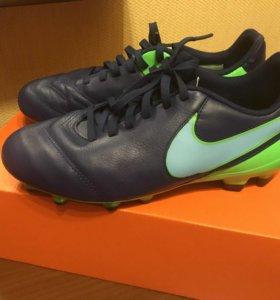 Шиповки-Спортивная обувь для футбола