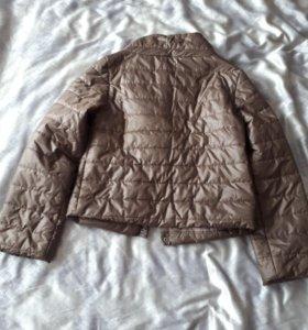 Легкая теплая модная куртка р.44