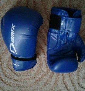 Боксерские перчатки новые
