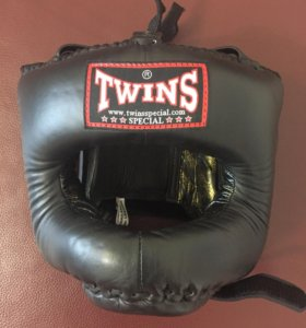 Боксёрский бамперный шлем TWINS