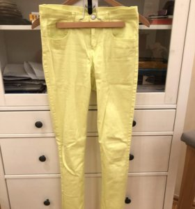 Желтые джинсы• синие джинсовые шорты