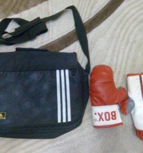 Сумка adidas, перчатки боксёрские детские.