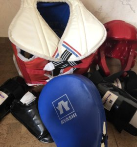 Добок и комплект защиты для занятий тхэквондо