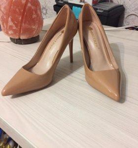 Туфли новые бежевые р. 35