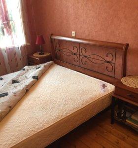 Кровать двуспальная с прикроватными тумбочками