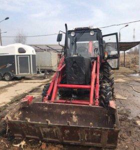Трактор-экскаватор Беларусь