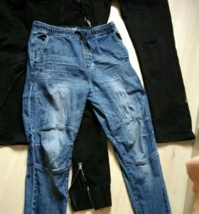 Пакетом молодежные джинсы
