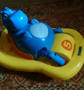 Игрушка для ванной Tomy Бегемотик на катамаране
