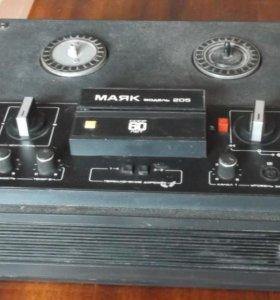 Стереомагнитофон катушечный Маяк-205