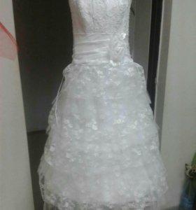 Продается кружевное платье