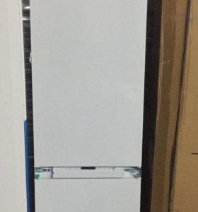 Встраиваемый холодильник Hotpoint-Ariston BCB 33AF