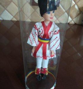 Кукла в румынском национальном костюме