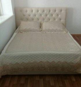 Кровать в экокоже с каретной стяжкой