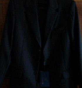 Пиджак+жилет для мальчика новый