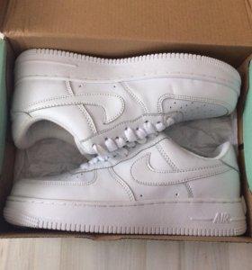 Кроссовки женские Nike Air Force кожаные