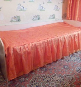 кровать,матрас,стол