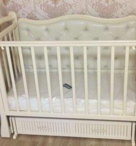 Кроватка Корона с декоративной спинкой