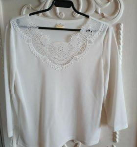 Блузка белая с кружевной отделкой