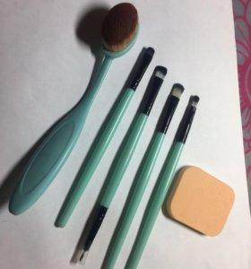 Набор кистей для макияжа +спонжик