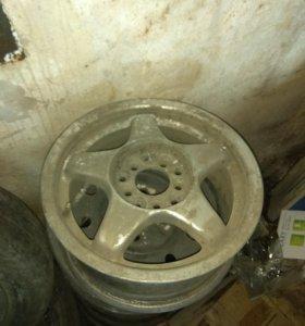 Запчасти и колеса на запаски