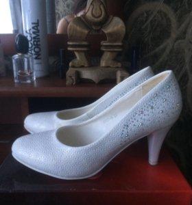 Белый туфли