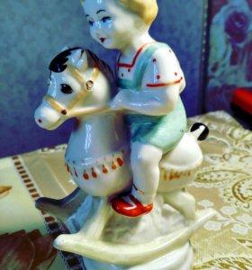 Статуэтка Мальчик на лошадке Всадник