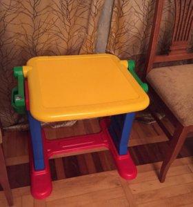 Детский столик с доской для рисования мелом
