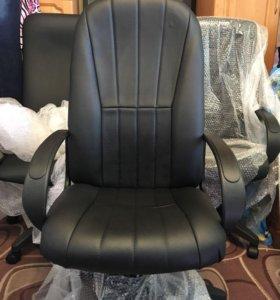 Офисное компьютерное кресло новое