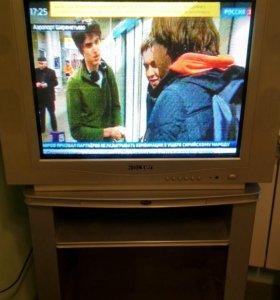 Большой телевизор Rolsen с пультом