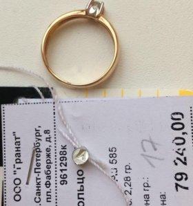 Золотое кольцо с бриллиантом, новое
