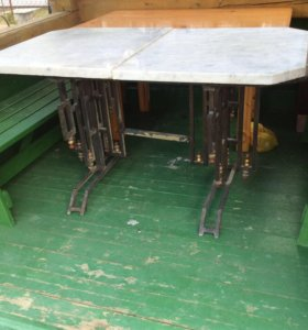 Старинный стол в дворцовом стиле