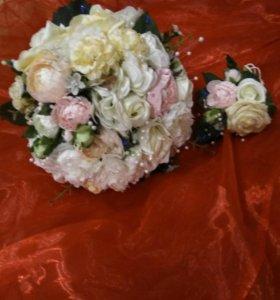 Свадебный букет и батаньерка