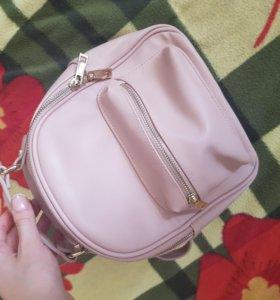 Новый рюкзак forever21 перламутрового цвета.
