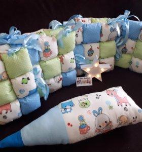 Бортики в кроватку + подарок валик Карандаш