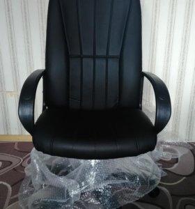 Кожаное офисное кресло НОВОЕ