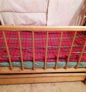 Кроватка детская с маетником и ящиком для белья