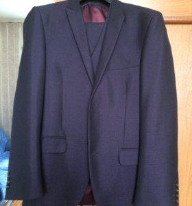 Новый мужской костюм 1 раз одевали , 46 размер