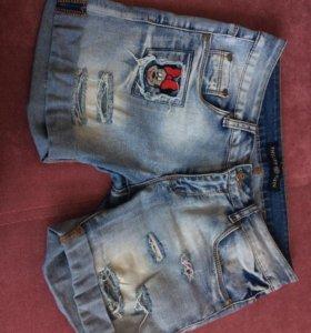 Джинсовые шорты и ремень