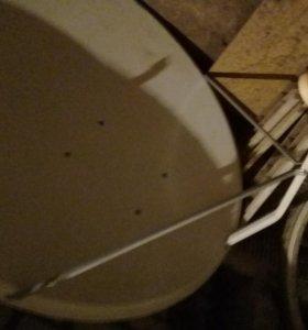 Большая спутниковая тарелка с ресивером