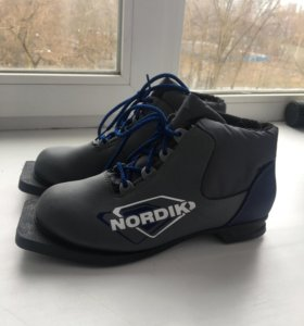 Лыжные ботинки новые! 38 размер