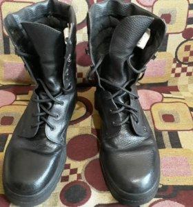 Ботинки кожаные с высоким берцем 45 размер.