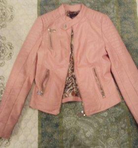 Куртки кожаные размер (S) новые одеты были пару ра