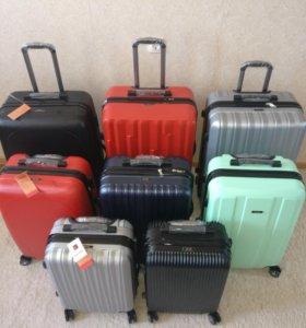 Новый чемодан на четырех колёсах.